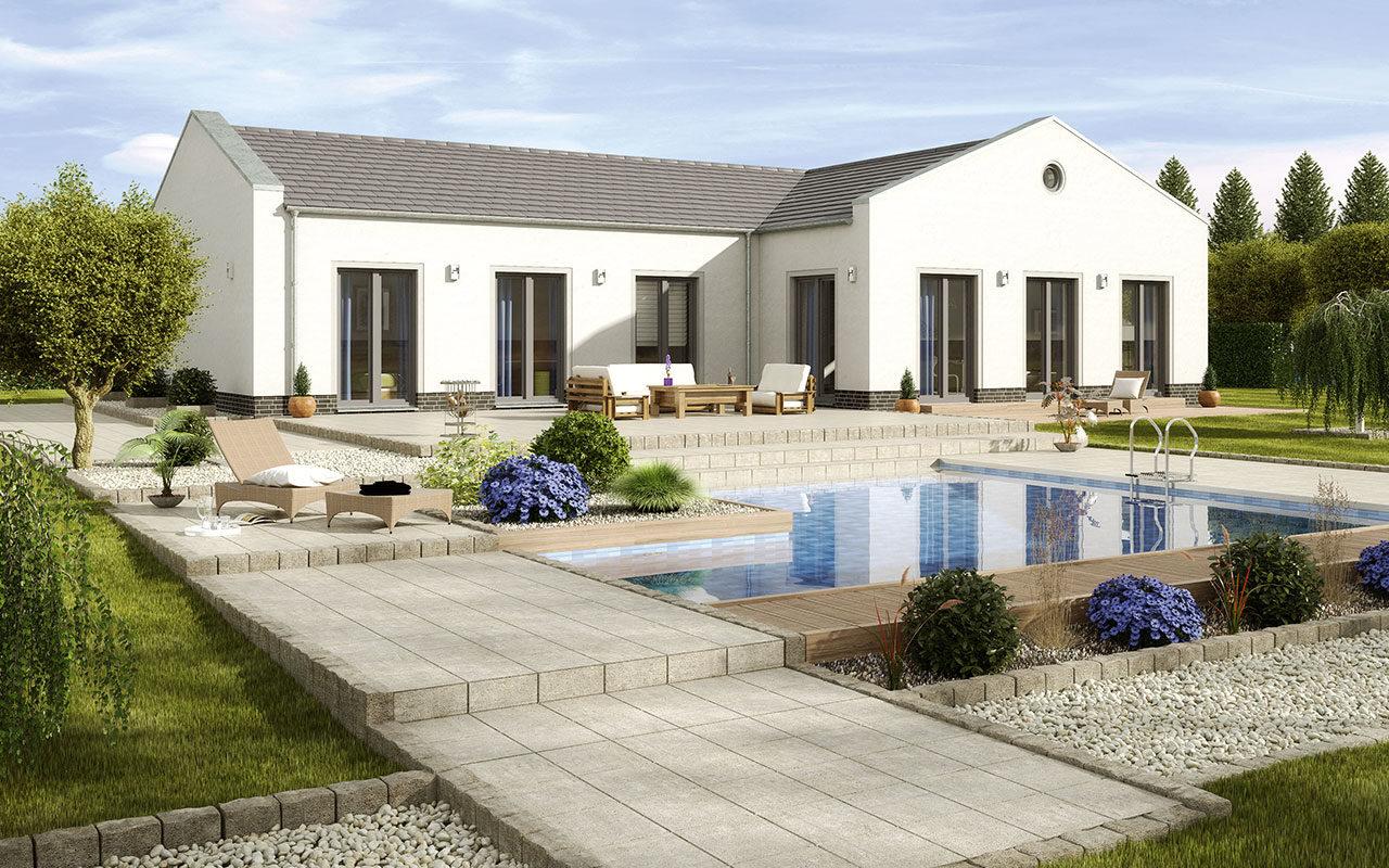 Weißer Bungalow mit Pool und großen Fenstern