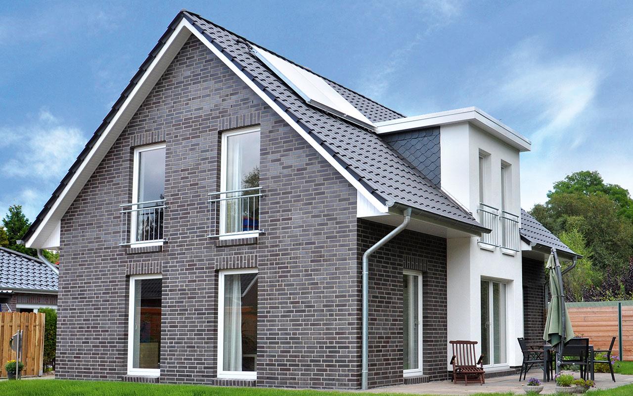 Satteldachhaus mit Solaranlage